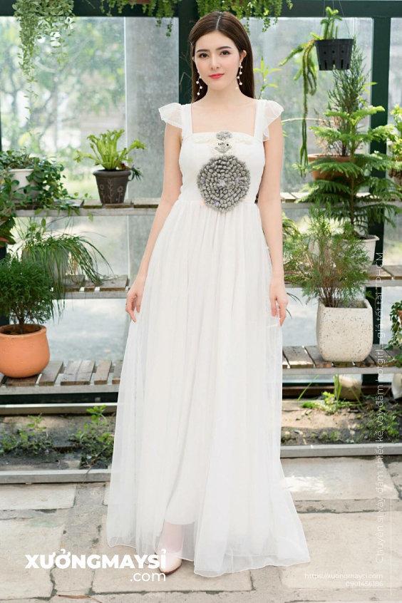 Kiểu váy Đầm maxi trắng đi biển tinh khôi