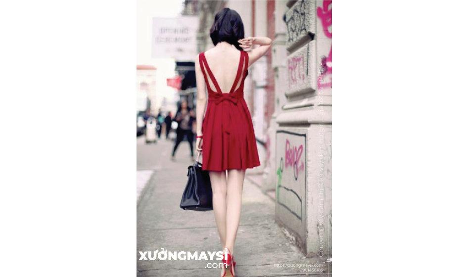 Váy đầm màu đỏ thể hiện sự quyền lực, mạnh mẽ, bùng cháy đam mê