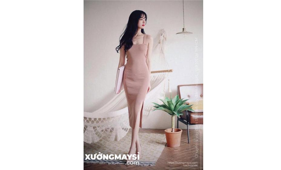 Những mẫu váy đầm màu hồng thể hiện cảm giác thân thương, trìu mến.