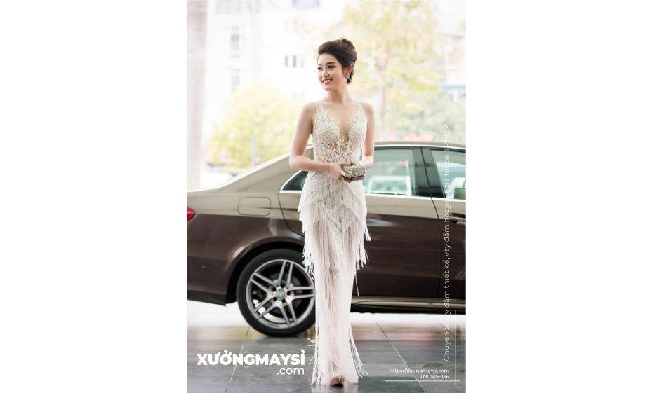 Đầm dạ hội thường sử dụng vải nhung, chiffon, voan, lụa