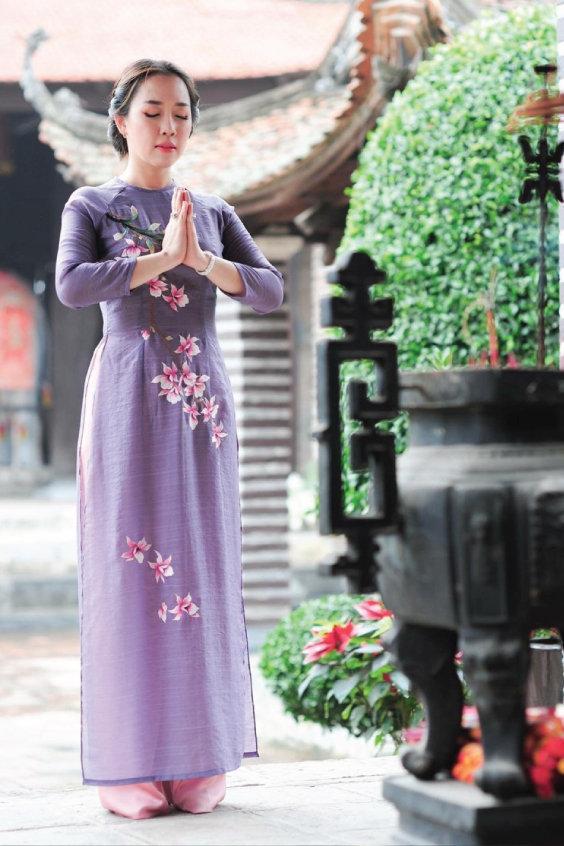 Áo dài chất đũi thêu hoa cao cấp
