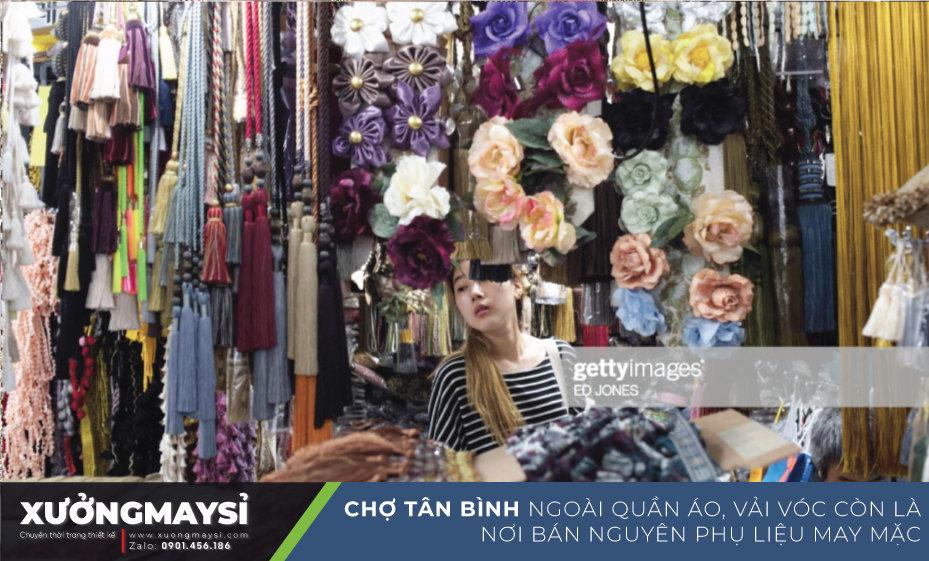 Chợ Tân Bình Ngoài là khu chợ sỉ quần áo nức tiếng, khu chợ vải đông đúc thì chợ Tân Bình còn là thiên đường của phụ kiện, phụ liệu may mặc