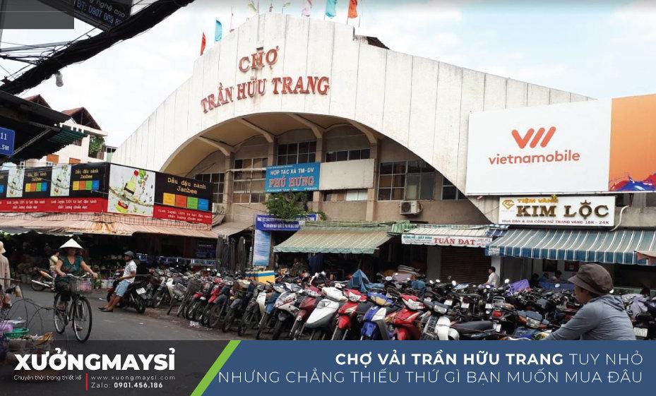 Chợ Trần Hữu Trang là một trong những khu chợ được người trong ngành thời trang may mặc, giới may đo truyền tai nhau nhiều nhất