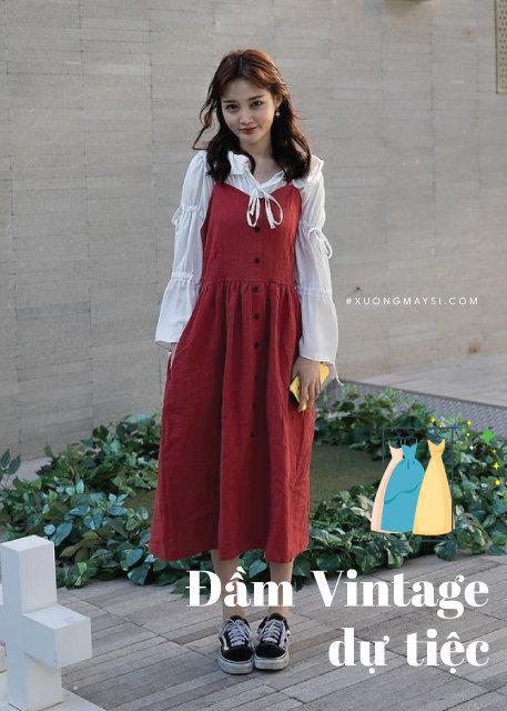 váy yếm Vintage hai dây với áo sơ mi trắng kết hợp giày Sneaker