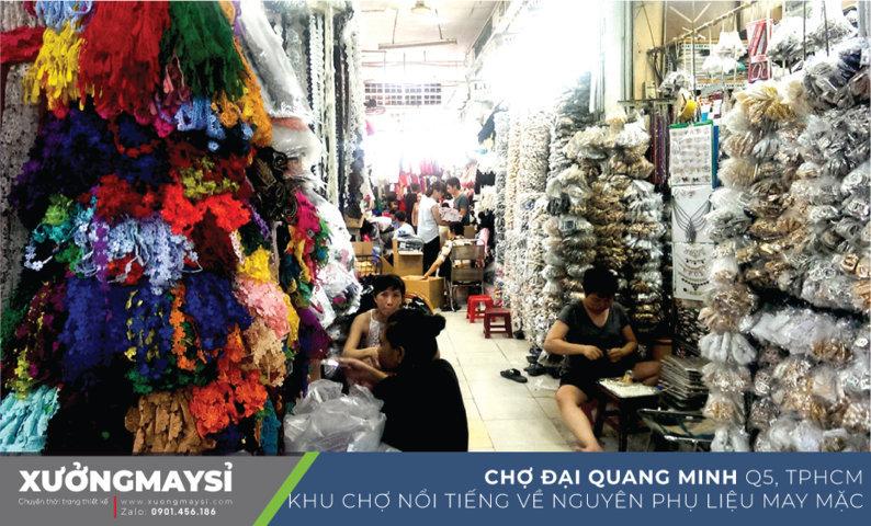 Chợ Đại Quang Minh ở quận 5 tại địa chỉ 35 Đường Châu Văn Liêm, Phường 14, Quận 5, Hồ Chí Minh là khu chợ nổi tiếng lâu đời về các mặt hàng nguyên phụ liệu may mặc