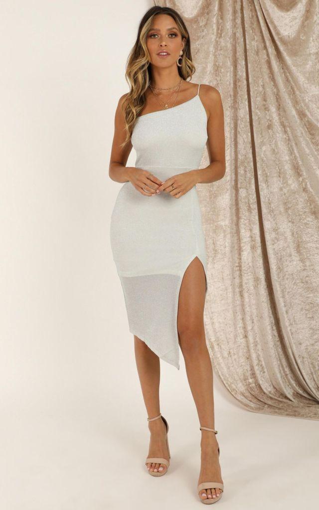 Đầm body 2 dây trắng lệch vai xẻ tà bên 1 bên