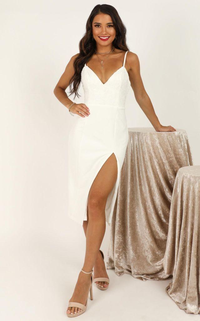 Đầm ôm body dài qua gối trắng xẻ tà