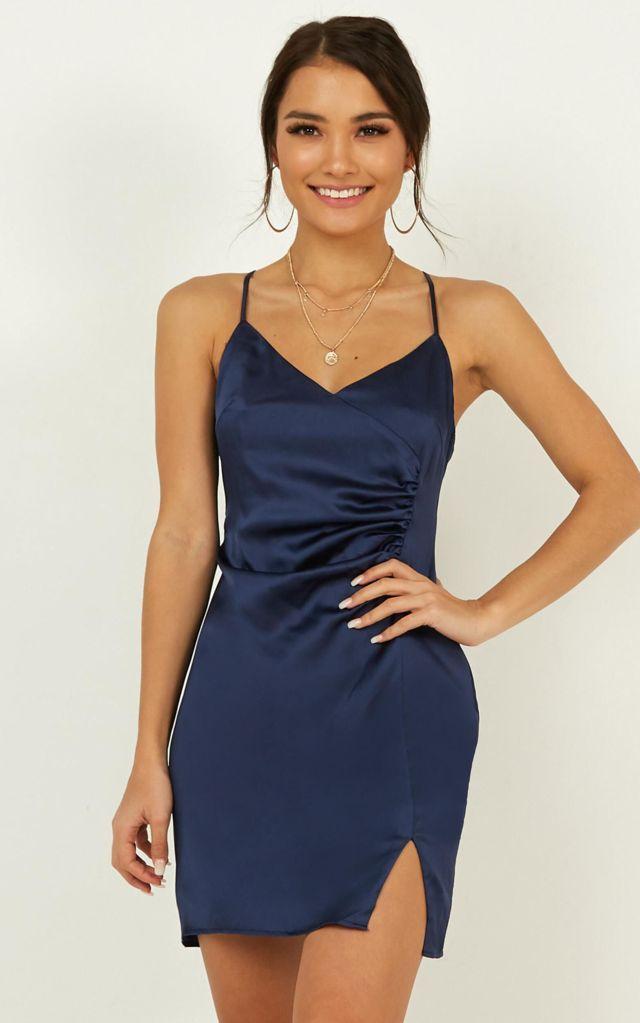 Đầm body phi lụa bóng 2 dây xẻ tà