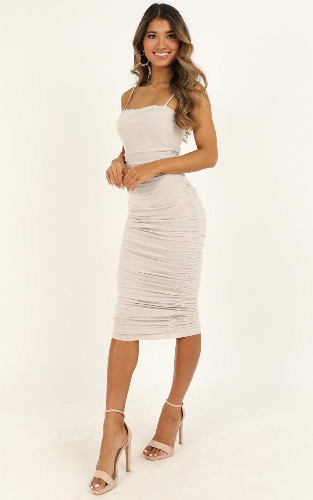 Đầm ôm body trắng dáng dài