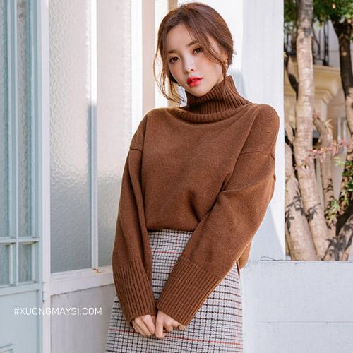 Phối áo len cổ lọ với chân váy caro mùa đông nữ