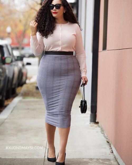 Phối Chân váy ôm basic với áo thun tay dài cho người béo