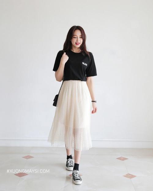 Chân váy voan xòe phối áo thun đen tự tin cho các nàng