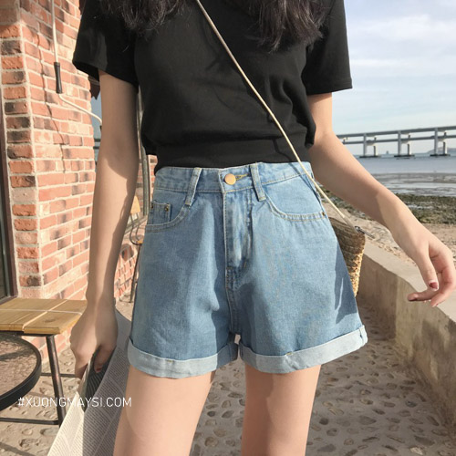 Quần short jean cute màu sáng giúp cho các bạn nữ trông cá tính hơn
