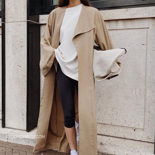 Phối quần legging cùng với áo khoác dài vô cùng thời trang