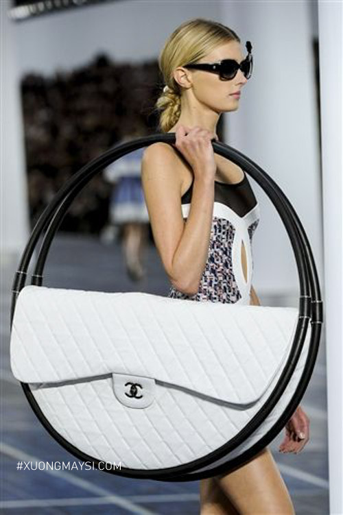 Phá cách độc lạ bởi chiếc túi tròn của Chanel