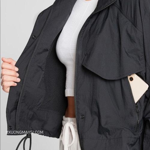 Áo khoác dù còn mang hơi hướng cho phong cách athleisure - phong cách năng động thể thao dành cho giới trẻ hiện nay, đặc biệt là cho các bạn nữ