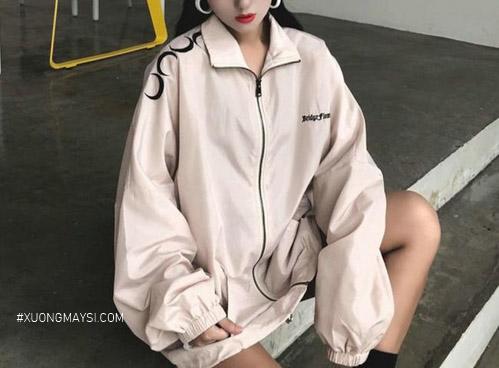 Phong cách basic của áo khoác dù dành cho các bạn nữ