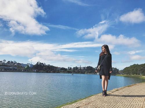 khung cảnh thơ mộng tại Hồ Xuân Hương cùng outfit nữ tính, trang nhã
