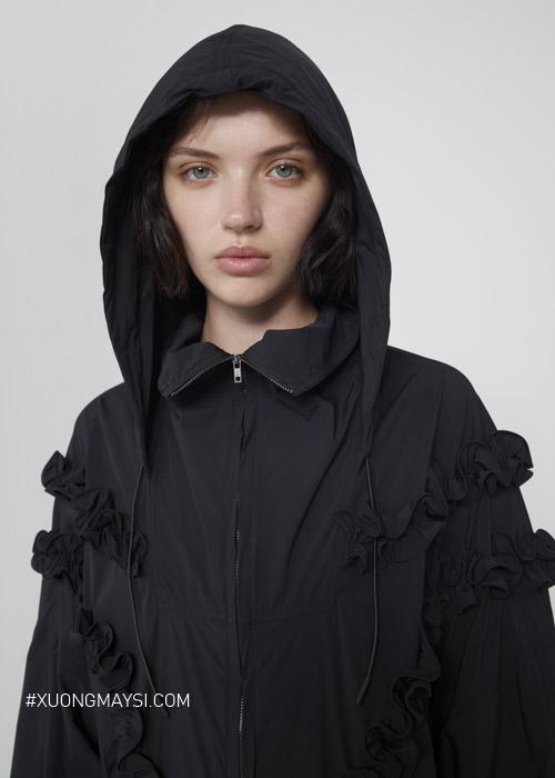 Áo khoác dù có nón vô cùng tiện dụng dành cho các nữ khi mùa đông