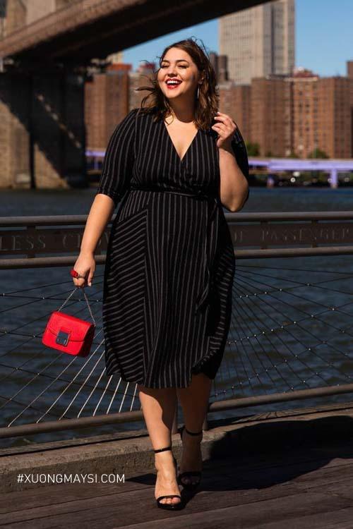 hãy thử váy cổ V và đan xen họa tiết sọc dọc để thấy được sự thon gọn