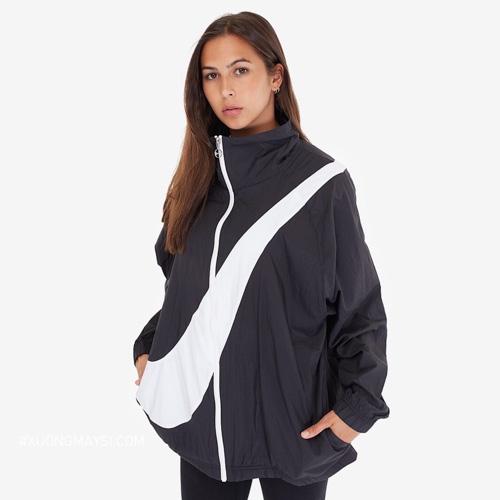 Áo khoác dù Nike với dấu Big Swoosh dài đang là xu hư