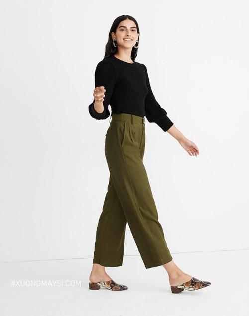 Phong cách hiện đại cùng quần kaki nữ và áo sweater