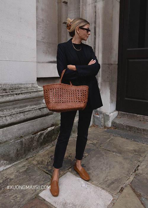 nổi bật outfit vintage bằng giày loafer cao gót