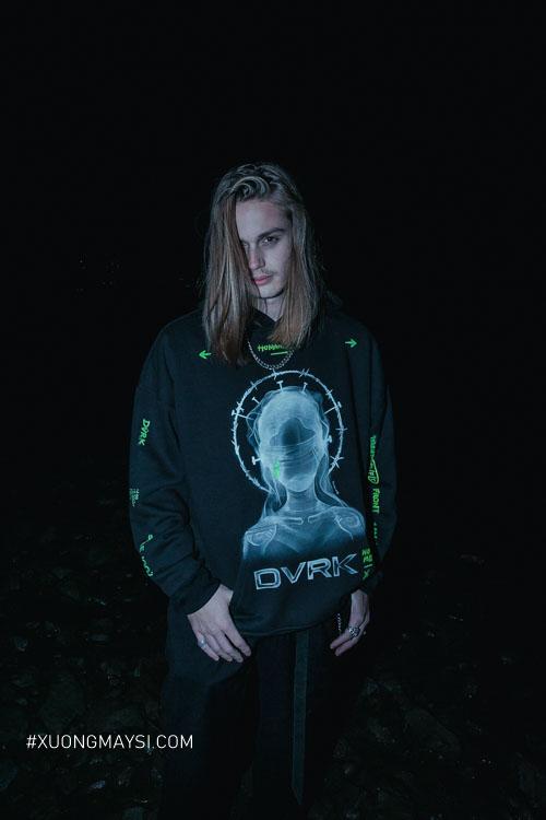 """Sweater với thiết kế độc đáo từ BST """"VOODOO EVE"""" lần được tiên được ra mắt và tổ chức tại Sole-Ex 2019"""
