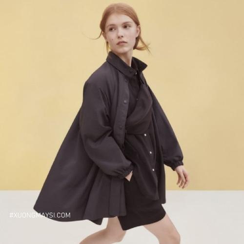 Áo khoác dù của thương hiệu Uniqlo