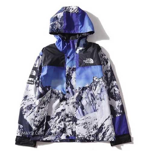 Áo khoác dù Supreme x The North Face trị giá hơn $800