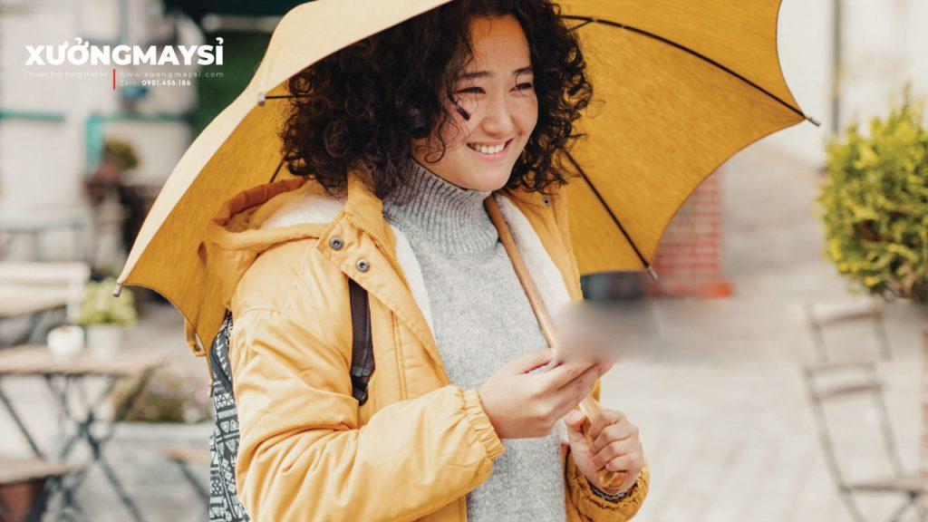 Cùng bắt trend với áo khoác dù thoải mái dễ phối đồ cho nữ