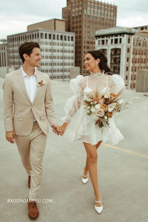 Nàng ngọt ngào nữ tính khi diện váy cưới ngắn