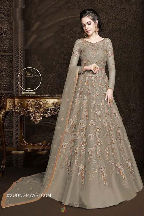 Đầm dạ hội sẽ khiến cho chúng ta lộng lẫy và nổi bật cùng với những chi tiết tỉ mỉ được đính kèm trên chiếc đầm