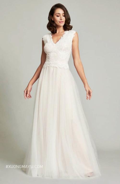Đầm trung niên trắng có kiểu dáng trẻ trung và sang trọng
