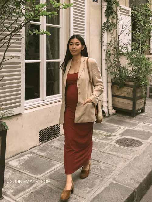 Đầm bầu công sở phối cùng áo blazer sang trọng dành cho các mẹ
