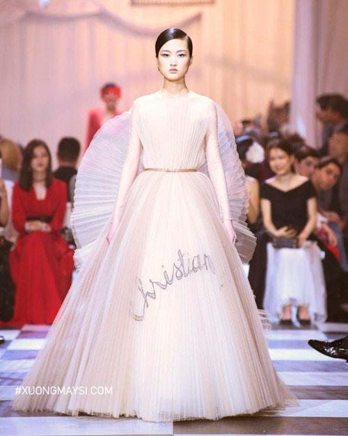"""Đầm dạ hội thuộc phong cách quý tộc """"Haute Couture"""" kiểu dáng quý phái và hiện đại có một không hai trên thị trường"""