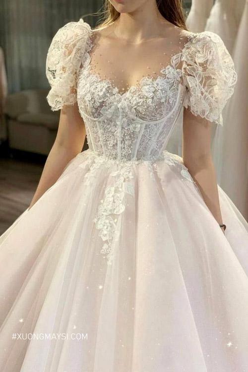 Một chiếc đầm cưới phù hợp sẽ giúp bạn lộng lẫy hơn trong ngày cưới