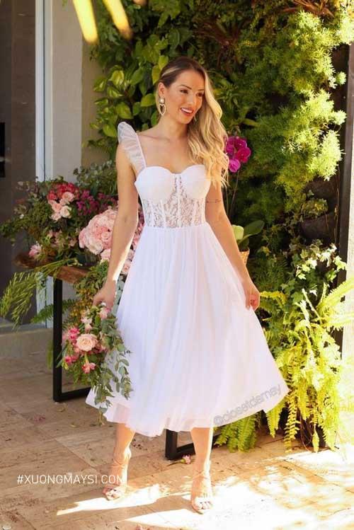 Sự phối hợp giữa ren và voan tạo nên mẫu váy cưới ngắn cuốn hút