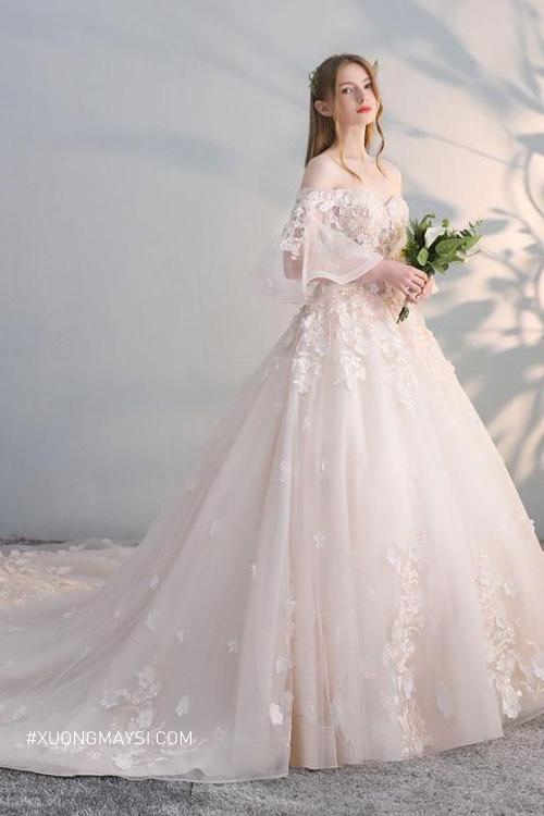 Hóa thân thành nàng công chúa ngọt ngào trong bộ soiree cưới