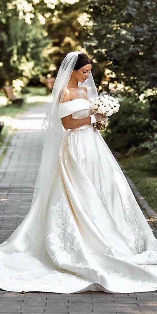 Nàng hãy chọn và thuê váy cưới phù hợp với bản thân