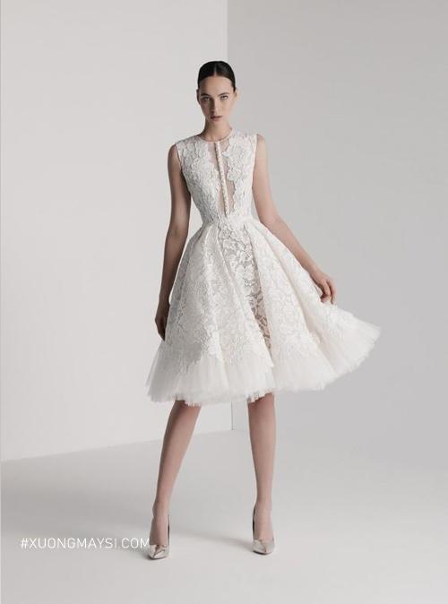 Những đường đắp ren tinh tế làm chiếc váy cưới thêm phần thu hút