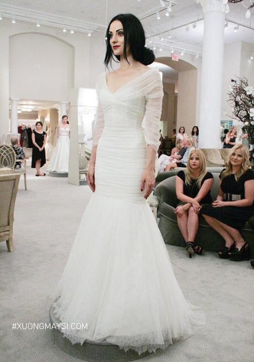 Đừng quên đi cùng người thân để chọn váy cưới