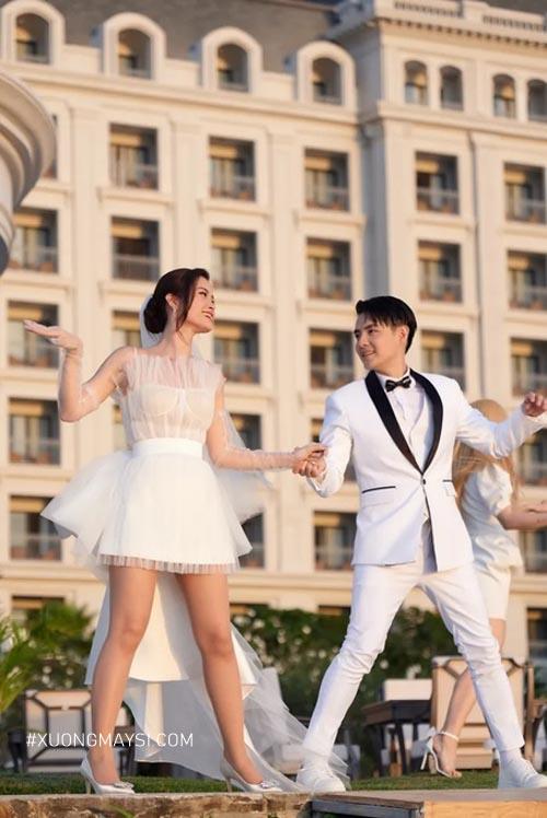 Đông Nhi xinh hết nấc trong mẫu váy cưới ngắn được thiết kế riêng
