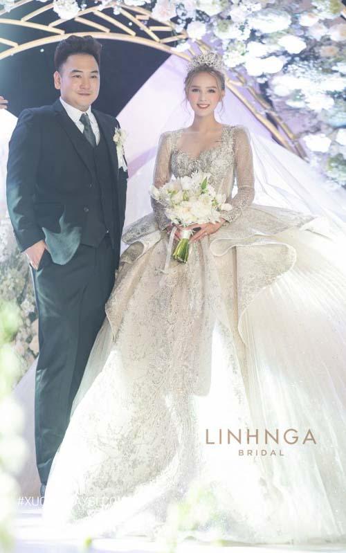 Xoài Non hóa thân thành một nàng công chúa kiêu kỳ ngọt ngào trong lễ cưới