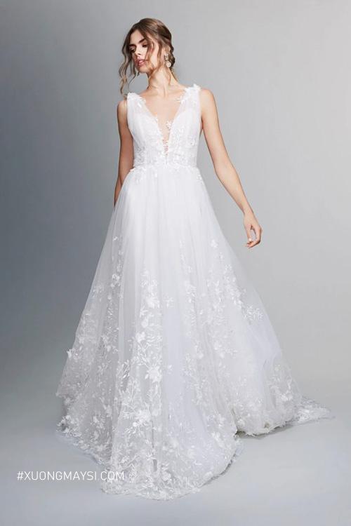 Yêu kiều, ngọt ngào như một nàng công chúa bước ra từ cổ tích với váy cưới Marchesa