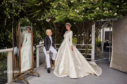 Miranda Kerr trở nên ngọt ngào, quyến rũ trong chiếc váy cưới của mình