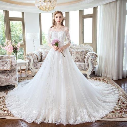 Đầm trắng mang vẻ đẹp lộng lẫy và đặc biệt nên thường được thiết kế cho những chiếc đầm cưới