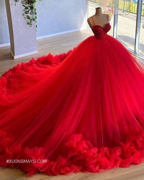 Váy cưới màu đỏ thể hiện cho hạnh phúc lứa đôi và hôn nhân viên mãn