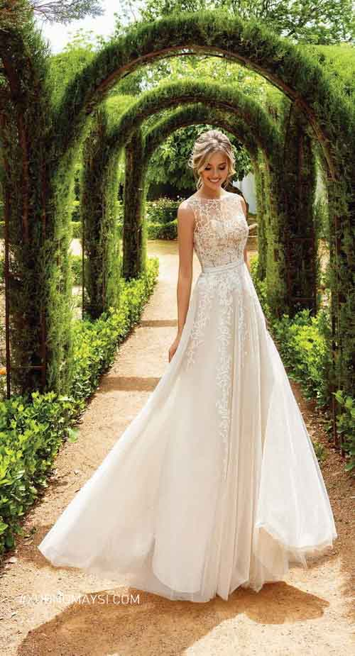 Nàng thêm phần thướt tha trong váy cưới may bằng vải voan