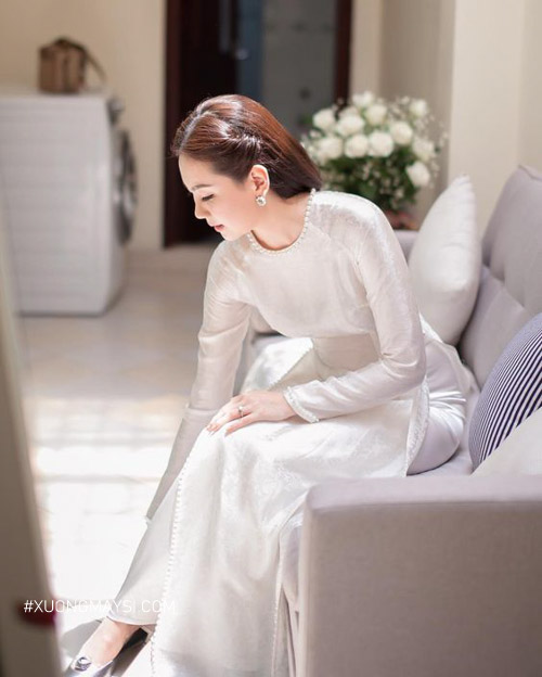 Thanh lịch và sang trọng trong tà áo dài cưới màu trắng